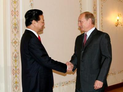 Nguyen Tan Dung si Putin