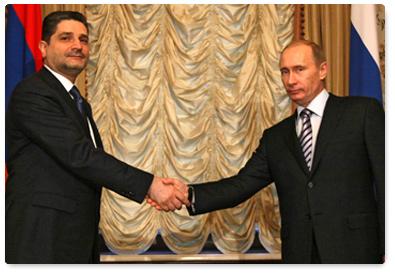 Premierii rus si armean bat in cuie noua alianta nucleara