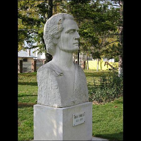 Mihai Eminescu este considerat poet national in Republica Moldova si Romania