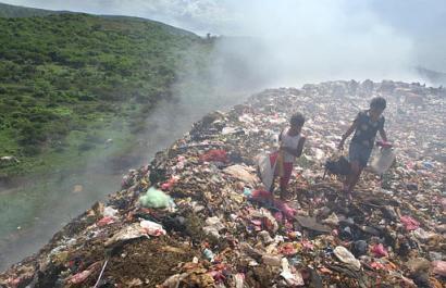 Gropile de gunoi estice ingrijoreaza UE