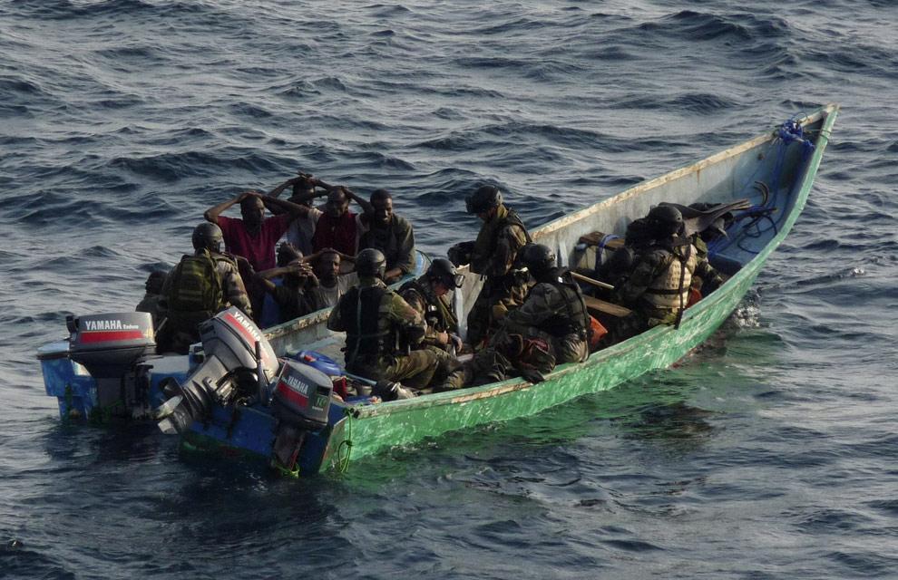 Comunitatea internationala combate pirateria maritima