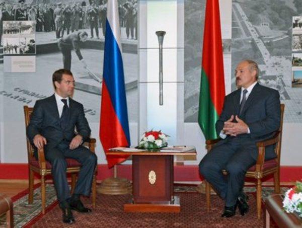 Liderul belarus Lukasenko vrea sa fie partener egal presedintelui rus Medvedev