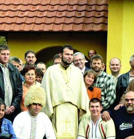 preotul boian cu enoriasii din Timoc