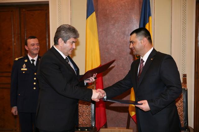 Ministrul roman al Apararii, Gabriel Oprea, si omologul sau moldovean, Vitalie Marinuta, au semnat un acord strategic