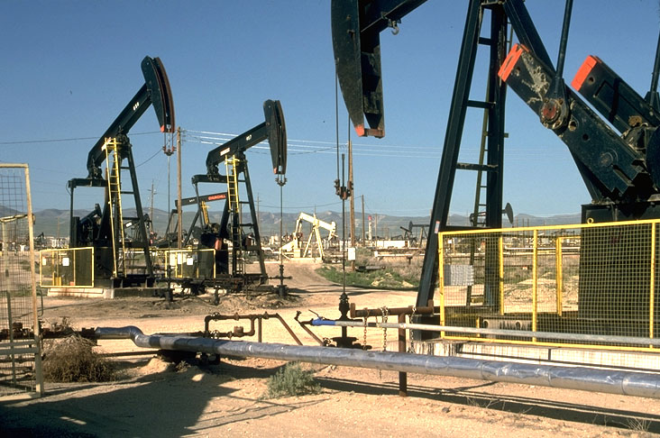 Resursele de petrol sunt amenintate de exploatarea excesiva