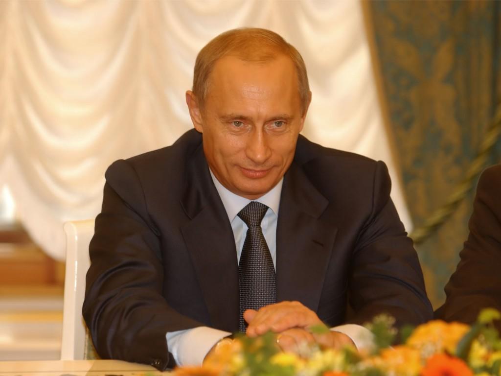 Premierul rus Vladimir Putin relanseaza alianta militara ruso-indiana