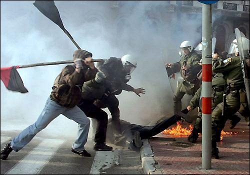 Protestatarii eleni au aruncat Grecia in haos