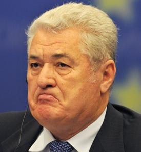 Liderul comunist Vladimir Voronin, fortat sa negocieze