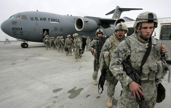 Baza aeriana de la Manas, pivot al operatiunilor militare din Afghanistan