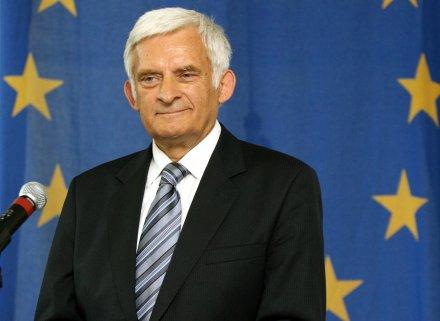 Presedintele Parlamentului European, Jerzy Buzek, sustine integrarea europeana a Kievului