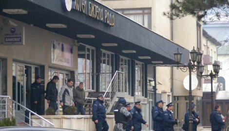 Politia sarba a efectuat zeci de arestari in randul membrilor celebrei mafii sarbesti