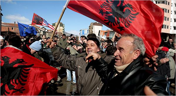 Kosovarii se pregatesc sa ia cu asalt UE