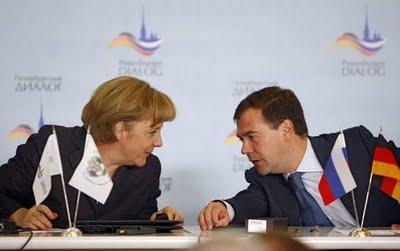 """Cancelarul german Merkel continua """"luna de miere"""" politica cu presedintele rus Medvedev"""