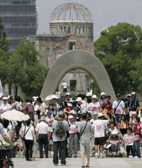Mii de japonezi au comemorat victimele de la Hiroshima