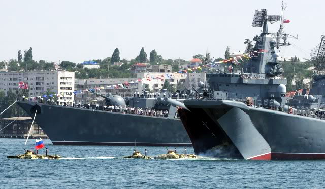 Flota militara rusa a Marii Negre, in mars fortat catre Bosfor si Dardanele