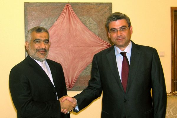 Ambasadorul iranian Hamid Reza Arshadi si-a luat ramas bun de la ministrul roman de Externe, Teodor Baconschi
