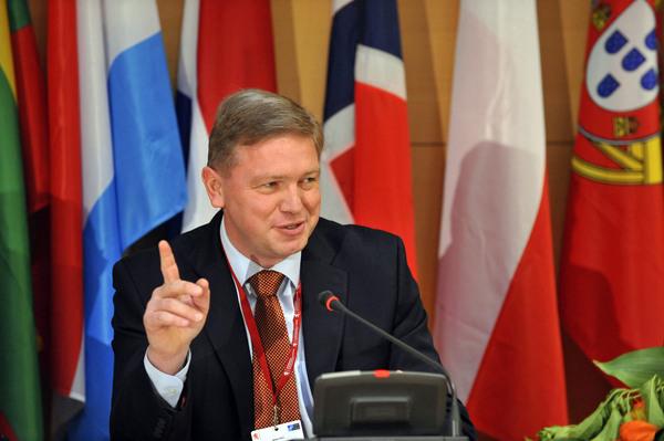 Comisarul european Stefan Fule sprijina integrarea europeana a Republicii Moldova