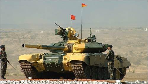 Tancurile T-90S, produse in Rusia, sunt folosite de zeci de armate nationale