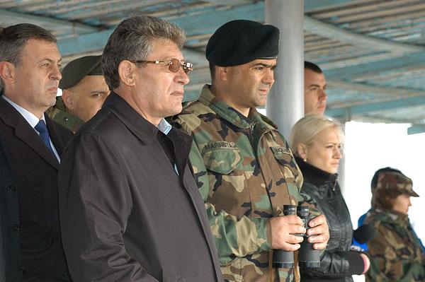 Presedintele interimar al Republicii Moldova, Mihai Ghimpu, si ministru Apararii, Vitalie Marinuta, au initiat masurile de reforma ale armatei Republicii Moldova