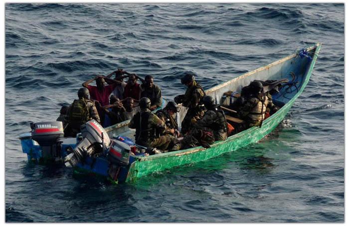 UE si NATO combat pirateria somaleza