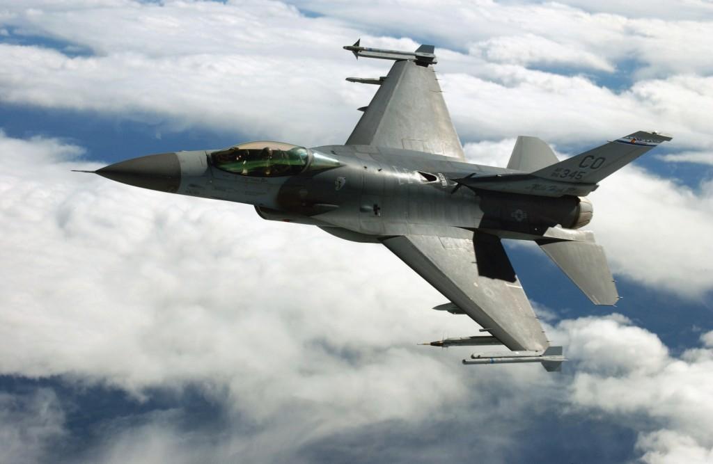 F-16, miza unei dure confruntari politice