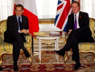 Presedintele francez Nicholas Sarkozy si premierul britanic David Cameron consfintesc axa nucleara Paris-Londra