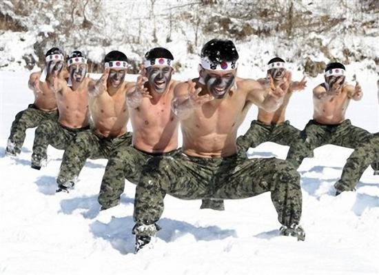 Soldatii sud-coreeni, pregatiti sa respinga agresiunea comunista nord-coreeana