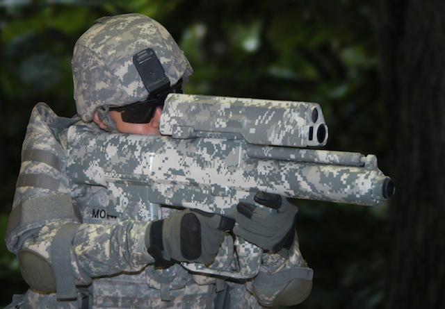"""Lansatorul de grenade XM25, """"darul de Craciun"""" al armatei SUA pentru talibani"""