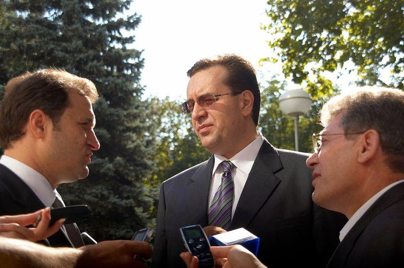 Liderii Vlad Filat (PLDM), Marian Lupu (PDM) si Mihai Ghimpu (PL) negociaza refacerea Aliantei pentru Integrare Europeana