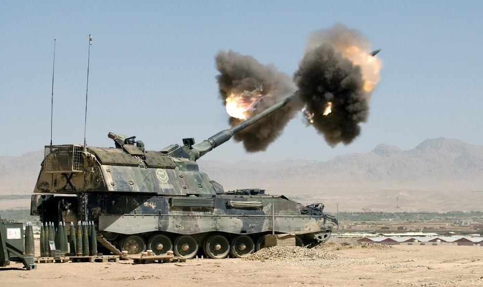 Fortele ISAF combat insurgentii talibani din Afganistan si Pakistan