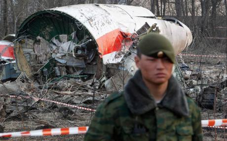 smolensk-plane-crash-russian-soldier