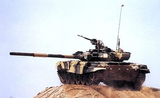 Tancul greu T-90, dorit de regimul Gaddafi