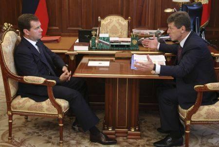 Dmitrii Kozak primeste ordine de la presedintele rus Dmitrii Medvedev