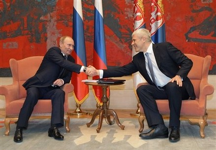 "Premierul rus Vladimir Putin a dat ""indicatii pretioase"" presedintelui sarb Boris Tadici"