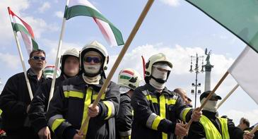 Pompieri maghiari protesteaza la Budapesta