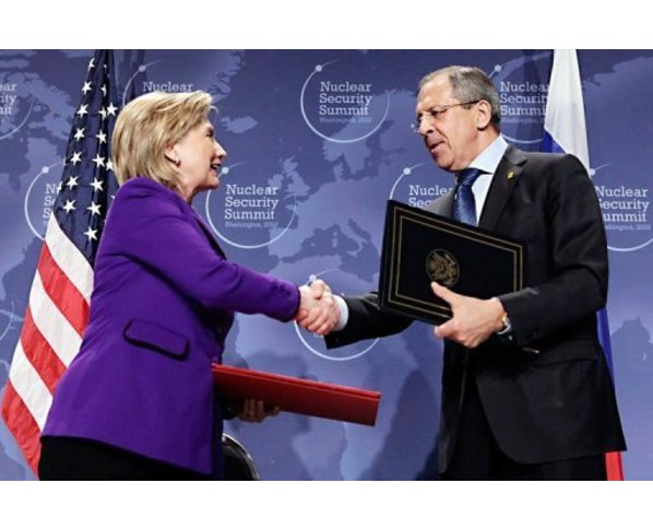 Hillary-Clinton-and-Serghei-Lavrov 654