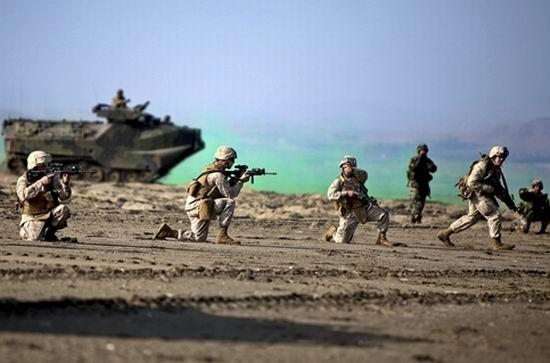 Militari pe plaja