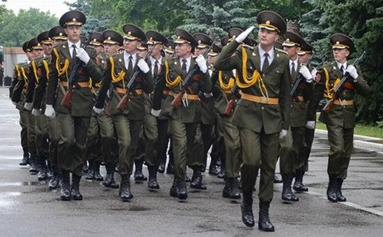 Noul pas de defilare al militarilor molodveni