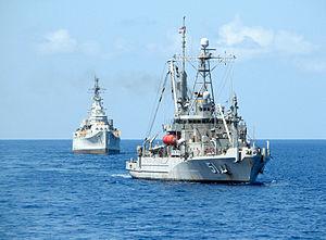 USNS_graps_towing_USS_desmoines