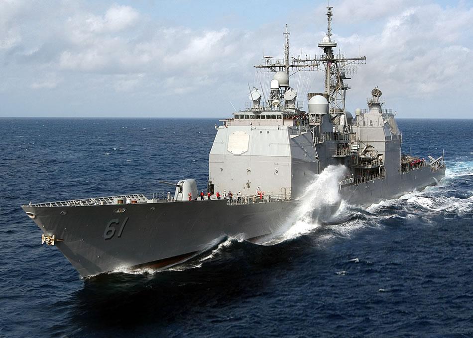 USS Monterey arunca manusa Flotei Militare Ruse din Marea Neagra