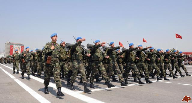 Armata turca, decapitata de razboiul politic intre islamistii moderati si elita militara