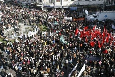 Sirienii continua protestele impotriva regimului Assad