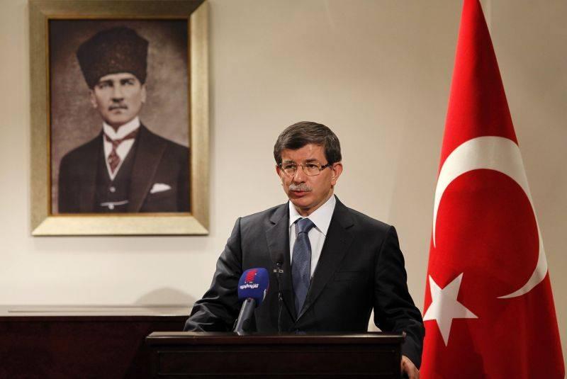 Ministrul de Externe de la Ankara, Ahmet Davutoglu, arhitect al politicii externe promovate de Republica Turcia