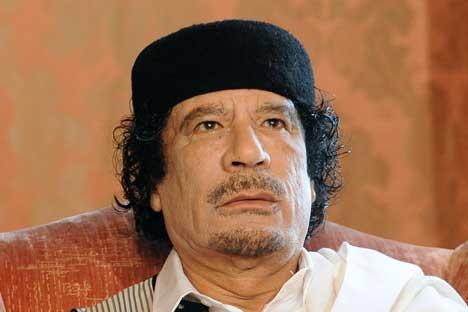 """Kadhafi, urmarit in """"gaura de sarpe"""" de noua putere de la Tripoli"""