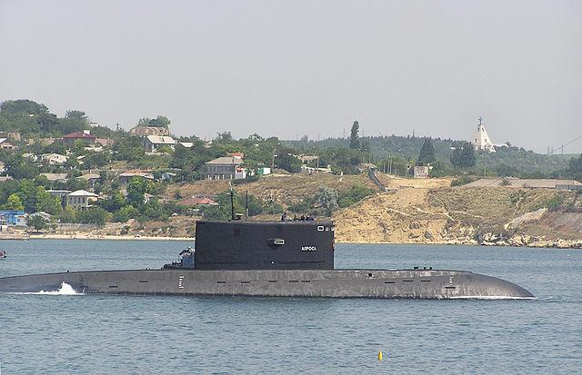 """Submarinul rus Alrosa, """"deportat"""" pentru reparatii in Marea Baltica"""