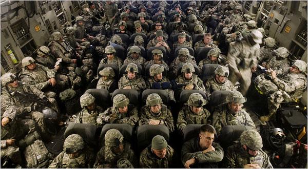 Baza aeriana de la Manas este tranzitata lunar de mii de soldati ai SUA