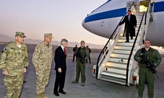 Panetta in Afganistan - defense.gov