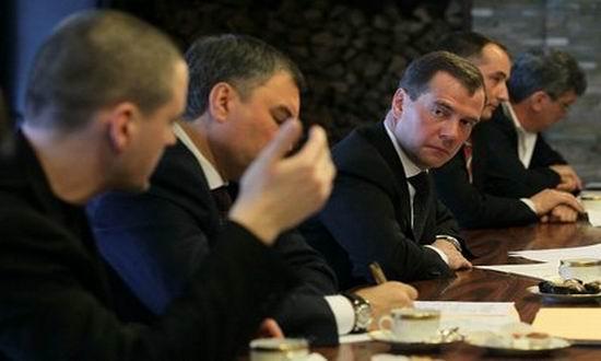 Medvedev cu opozitia