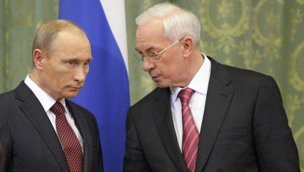 Presedintele rus Vladimir Putin, impreuna cu premierul ucrainean Mykola Azarov