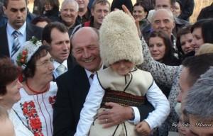 Biserica-din-Malainita-2.11.2011-Presedintele-Romaniei-Traian-Basescu-via-Ziaristi-Online